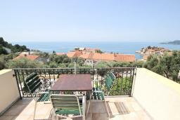 Балкон. Черногория, Святой Стефан : Апартаменты на 4 персоны, 2 спальни, с видом на море