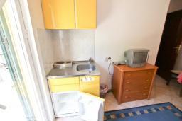 Студия (гостиная+кухня). Черногория, Святой Стефан : Студия на вилле с бассейном