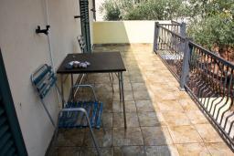 Балкон. Черногория, Святой Стефан : Студия на вилле с бассейном