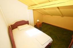 Спальня 2. Черногория, Святой Стефан : Апартаменты на 5 персон, 2 спальни, с видом на море