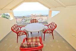Балкон. Черногория, Святой Стефан : Апартаменты на 5 персон, 2 спальни, с видом на море