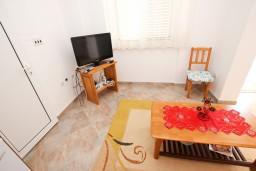 Гостиная. Черногория, Святой Стефан : Апартамент с отдельной спальней, с балконом с видом на море