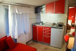 Кухня. Черногория, Святой Стефан : Апартамент в Святом Стефане с видом на море