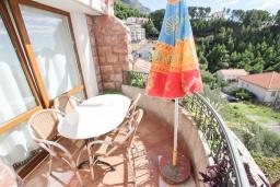 Балкон. Черногория, Святой Стефан : Апартамент для 4-5 человек, с отдельной спальней, с балконом с видом на море