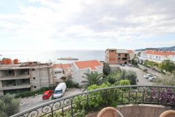 Вид на море. Черногория, Святой Стефан : Апартамент для 4-5 человек, с отдельной спальней, с балконом с видом на море