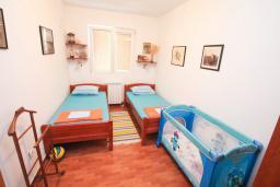 Спальня 2. Черногория, Святой Стефан : Апартаменты на 6 персон, 3 спальни, с видом на море, на берегу Святого Стефана