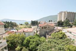 Вид на море. Черногория, Игало : Студия с балконом с видом на море, 50 метров до пляжа