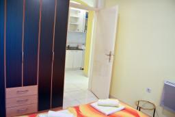 Спальня. Черногория, Святой Стефан : Апартаменты на 4 персоны с видом на море, 100 метров от пляжа