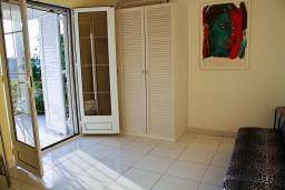 Гостиная. Черногория, Святой Стефан : Апартаменты на 4 персоны с видом на море, 100 метров от пляжа