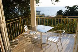 Терраса. Черногория, Святой Стефан : Апартаменты на 4 персоны с видом на море, 100 метров от пляжа