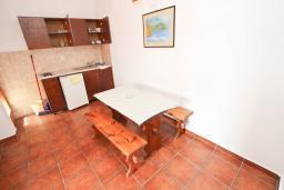 Кухня. Черногория, Булярица : Апартаменты с отдельной спальней, с 2-мя балконами