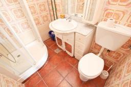 Ванная комната. Черногория, Булярица : Апартаменты с отдельной спальней, с 2-мя балконами