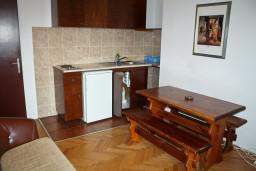 Гостиная. Черногория, Булярица : Апартаменты на 5 персон, 2 спальни