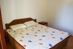 Спальня. Черногория, Булярица : Апартаменты на 5 персон, 2 спальни