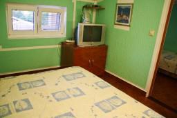 Спальня. Черногория, Булярица : Апартамент в Булярице в 150 метрах от моря