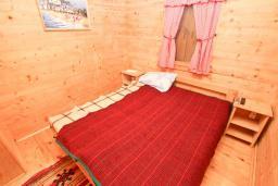 Спальня. Черногория, Булярица : Деревянный домик с кухней и двумя отдельными спальнями