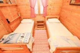 Спальня 2. Черногория, Булярица : Деревянный домик с кухней и двумя отдельными спальнями