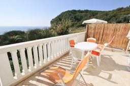 Балкон. Черногория, Булярица : Студия с балконом с видом на море, 10 метров от пляжа