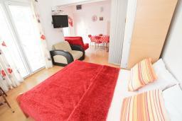 Студия (гостиная+кухня). Черногория, Булярица : Студия на 2-4 персоны, с балконом с видом на море, 10 метров от пляжа