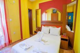 Спальня. Черногория, Булярица : Двухместный номер с балконом