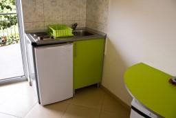 Кухня. Черногория, Булярица : Студия на пляже Булярицы