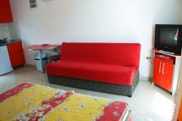 Студия (гостиная+кухня). Черногория, Булярица : Студия с видом на море, на пляже Булярицы