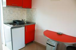 Кухня. Черногория, Булярица : Студия с видом на море, на пляже Булярицы