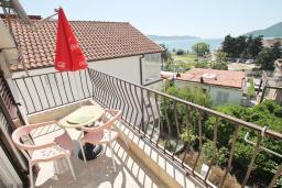 Балкон. Черногория, Игало : Студия с балконом с видом на море, 50 метров до пляжа