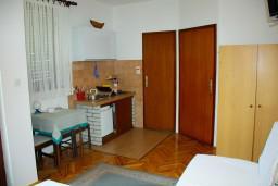 Студия (гостиная+кухня). Черногория, Будва : Студия в Будве в 700 метрах от моря