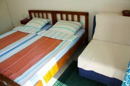 Спальня. Черногория, Будва : Апартамент в Будве в 700 метрах от моря