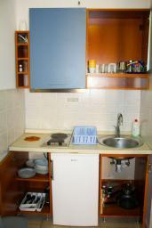 Кухня. Черногория, Будва : Студия с балконом в 500 метрах от моря