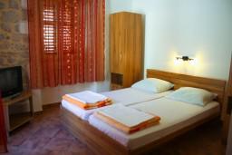 Спальня. Черногория, Котор : Апартаменты на 5 персон, 2 спальни