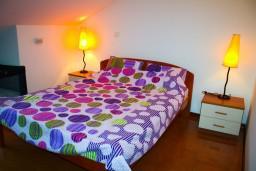 Спальня. Черногория, Котор : Апартаменты на 7 персон с видом на море, 2 спальни