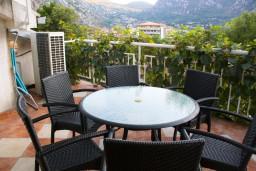 Терраса. Черногория, Котор : Апартаменты на 7 персон с видом на море, 2 спальни