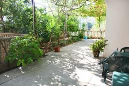 Черногория, Мельине : Студия для 2 человек с террасой и видом на сад