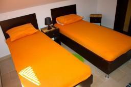 Спальня. Черногория, Доброта : Апартаменты на 4 персоны, 2 спальни, у моря