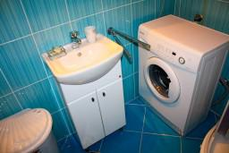 Ванная комната. Черногория, Доброта : Апартаменты на 6 персон, 2 спальни, у моря
