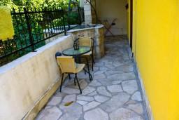 Терраса. Черногория, Доброта : Апартаменты на 6 персон, 2 спальни, у моря