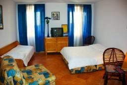 Студия (гостиная+кухня). Черногория, Котор : Студия в Которе в 100 метрах от пляжа