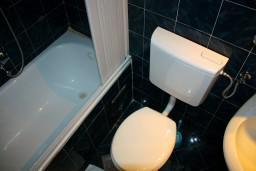 Ванная комната. Черногория, Котор : Студия в Которе в 100 метрах от пляжа