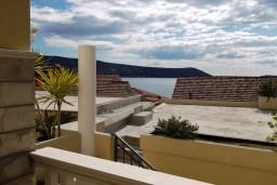 Вид на море. Черногория, Герцег-Нови : Студия с видом на море, 100 метров от пляжа
