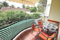 Балкон. Черногория, Игало : Апартамент с видом на море,  на вилле c зелёным садом и детской площадкой в 15 метрах от моря