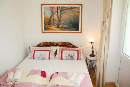 Гостиная. Черногория, Мельине : Апартамент с отдельной спальней, с террасой и видом на сад