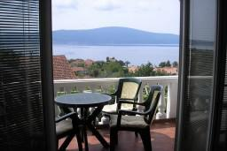 Вид на море. Черногория, Тиват : Апартамент с видом на море в Тивате в 200 метрах от моря