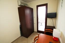 Гостиная. Черногория, Каменово : Апартамент с отдельной спальней, с террасой с видом на море