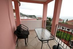Терраса. Черногория, Каменово : Апартамент с отдельной спальней, с террасой с видом на море