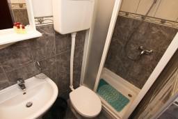 Ванная комната. Черногория, Каменово : Студия с балконом видом на море
