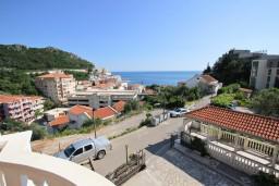 Вид на море. Черногория, Бечичи : Апартаменты с террасой с видом на море