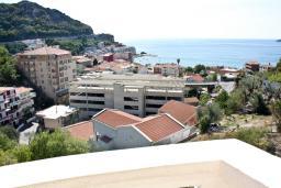 Вид на море. Черногория, Бечичи : Апартамент с видом на море в Бечичи