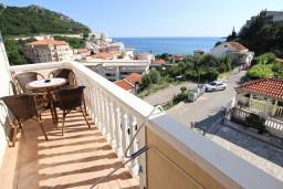 Балкон. Черногория, Бечичи : Апартаменты с балконом с видом на море